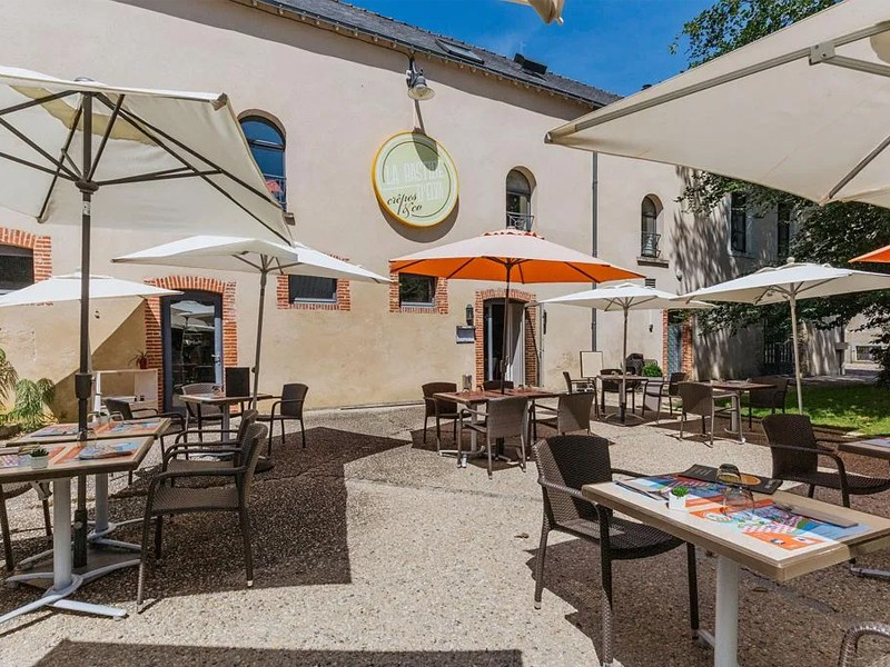 LA BASTIDE DELVA Restaurant Laval Img1 6
