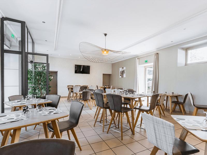 LA BASTIDE DELVA Restaurant Laval IMG1 1